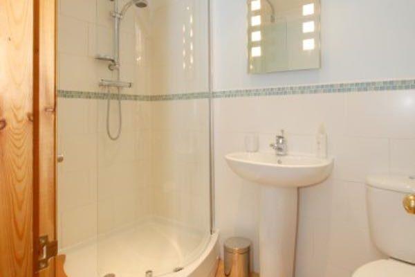 rose-suite-bathroom1-600x400 Home