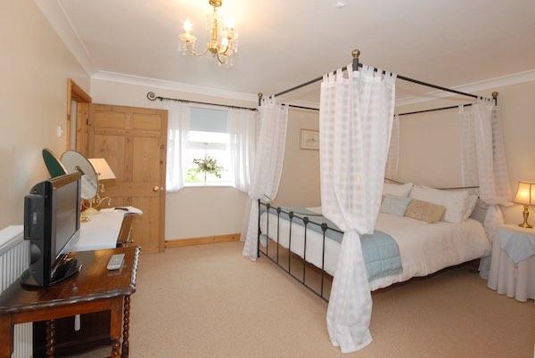 wood-farm-bb-poppy-suite Home